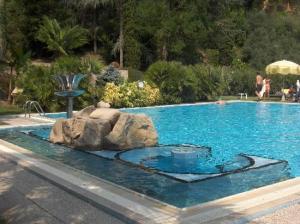 piscina-esterna-hotel